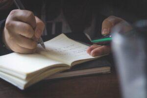 授業中での時間の過ごし方を文系の授業も受けた理系大学生が解説